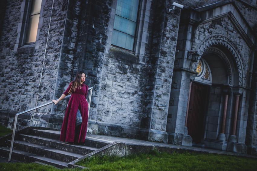foto the vestido largo de cuadros zara en iglesia