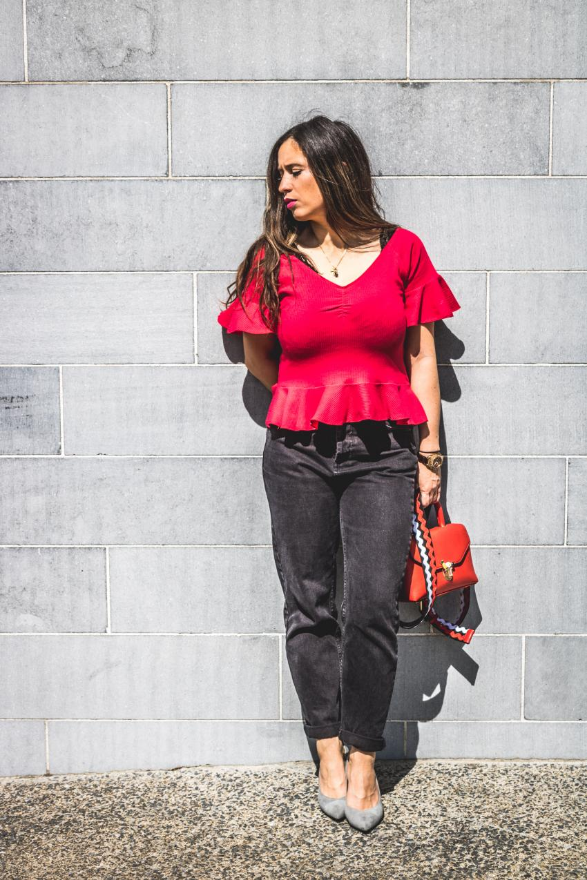 red shrit mango